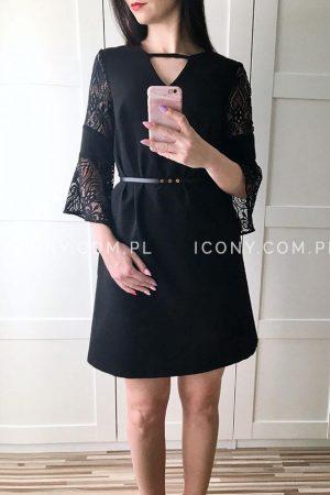 Trapezowa sukienka z koronkowym rękawem