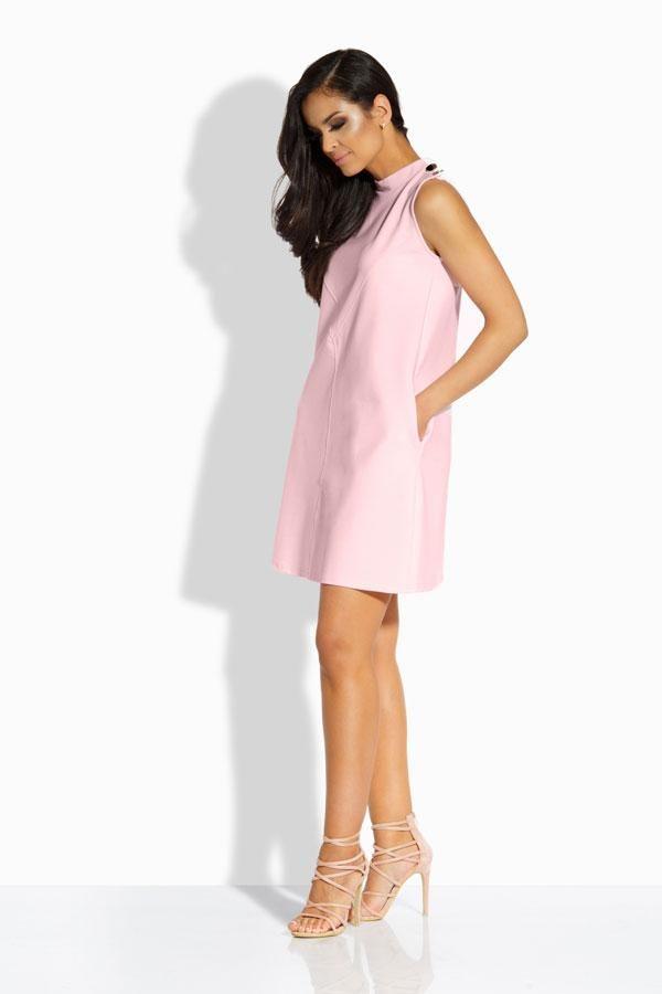 Modna sukienka z ozdobnymi guzikami pudrowy róż