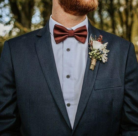 Kwiatki do butonierki na wesele.