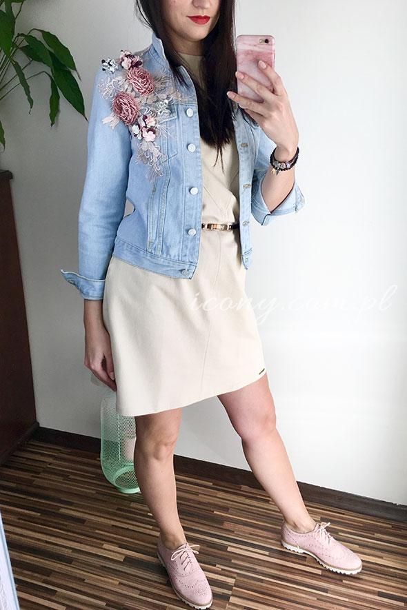 Kurtka jeans z aplikacją kwiatową i sukienka beżowa bawełniana