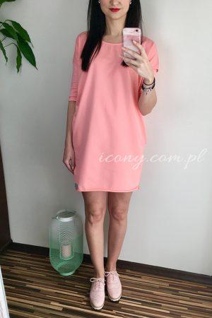 Sukienka wiosenna oversize w kolorze brzoskwiniowym