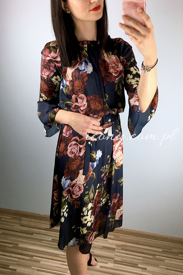 elegancka sukienka w duże kolorowe kwiaty, bardzo zwiewna.