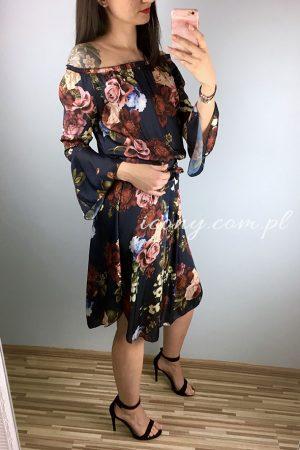 Zwiewna sukienka hiszpanka w kwiaty.