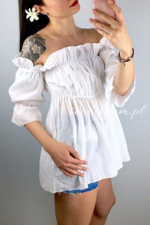 Bluzka hiszpanka biała, posiada wszytą gumkę na linii dekoltu i pod biustem