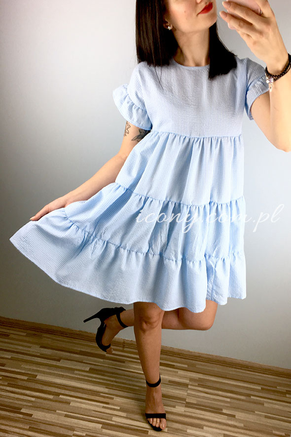 Sukienka letnia błękitna rozkloszowana, szeroka w pasie.