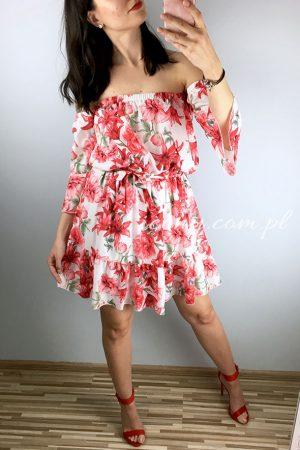 Sukienka w kwiaty hiszpanka wiązana w talii, rozkloszowana.