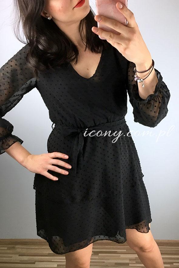 Sukienka czarna wieczorowa z teksturą, rozkloszowana.