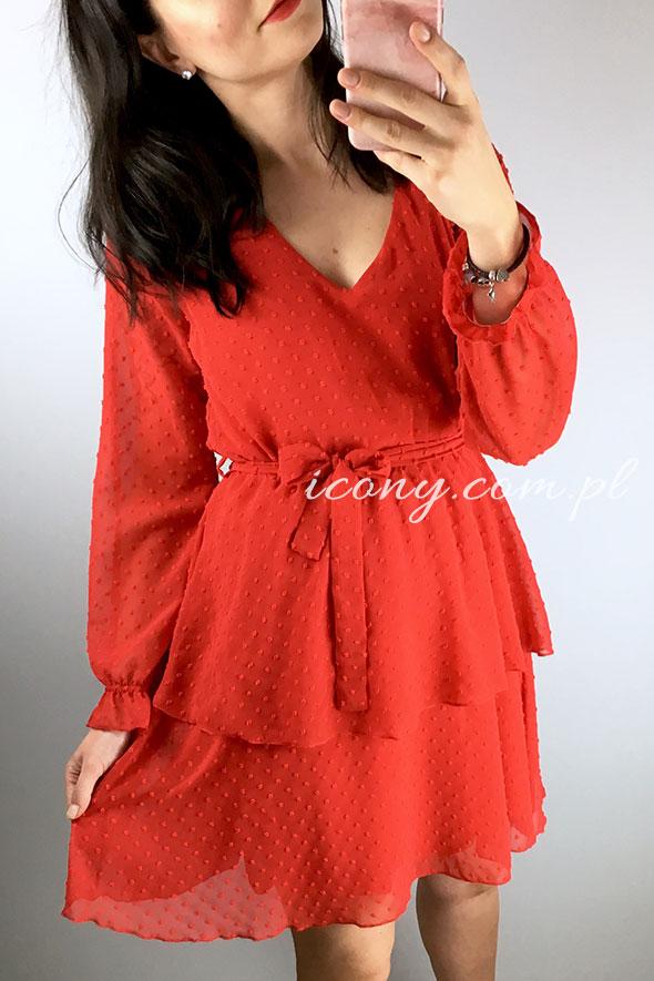 Sukienka czerwona zwiewna, rozkloszowana z teksturą.