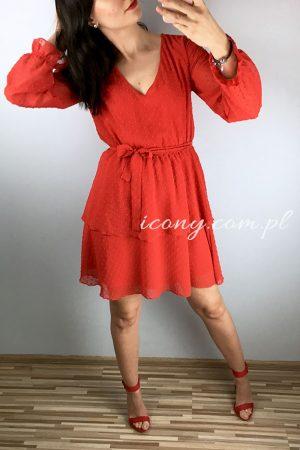 Sukienka czerwona rozkloszowana z dekoltem.
