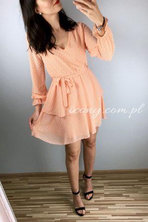 Sukienka morelowa rozkloszowana wiązana z talii.