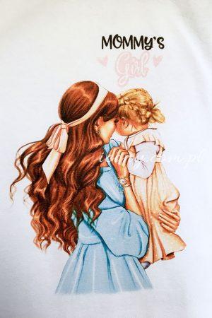 Koszulka biała z nadrukiem mamy z córeczką, obok napis mommy's girl.