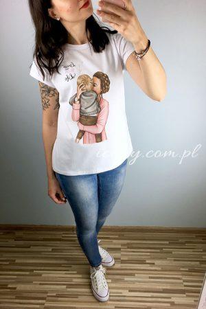 Koszulka damska z kolorowym nadrukiem mamy z synkiem z napisem Mom Life.